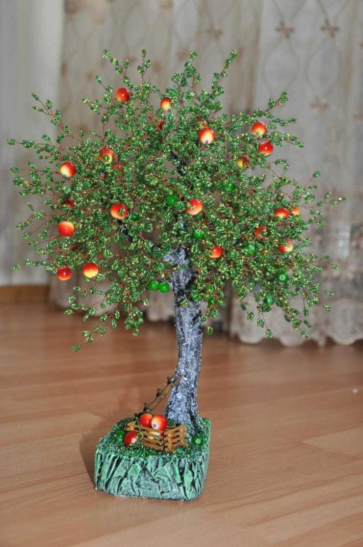 Яблоня из бисера с яблоками фото первых